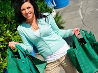 A handful of recent studies have found that reusable bags can be a breeding ground for harmful bacteria. (©iStockphoto.com)