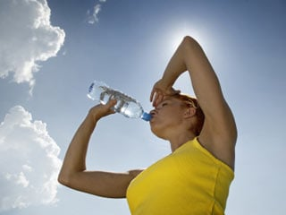 Athletes in particular need to stay hydrated throughout the day, but this tip is helpful even if you're not competing in a sport. (©iStockphoto.com/Andrzej Burak)