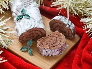 This year, you're better off having a yule log on your TV than on your plate. (©iStockphoto/Thinkstock)